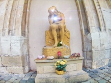 the statue of christ