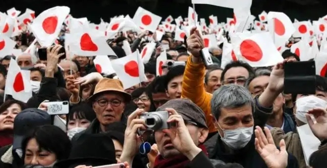 More than 80, 000 people shown to support the Japan Royal Kingdom 'King Akihito'