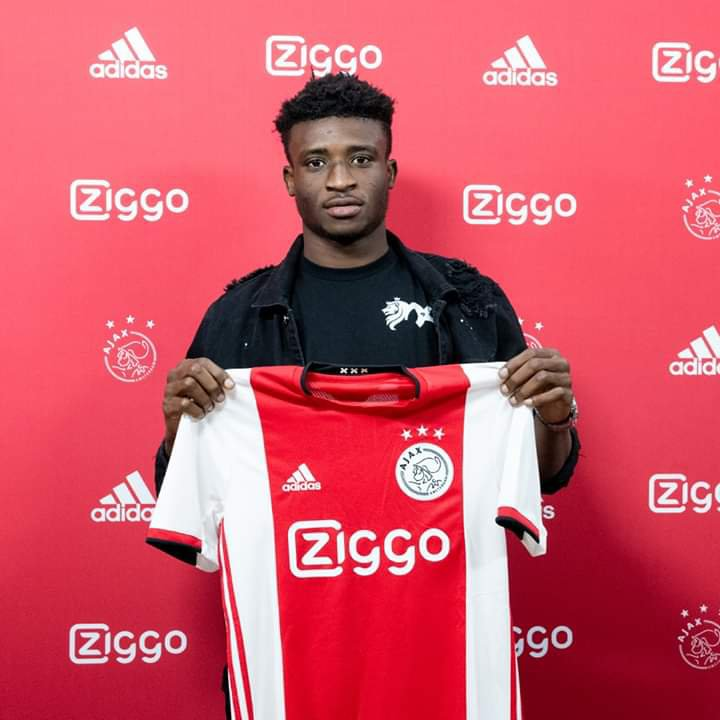 In the picture is Kudus Mohammed who is holding his Ajax Jersey on his presentation.
