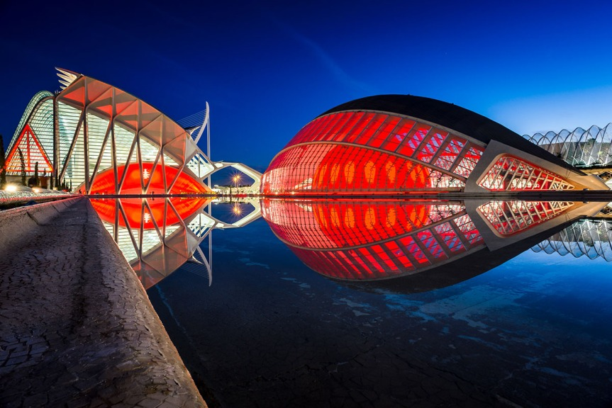 The Valencia Opera House is conceived as the final element in the City of Arts and Sciences complex, designed by Santiago Calatrava on an 86-acre site along the dry bed of the Turia River. The Valencia Opera House is conceived as the final element in the City of Arts and Sciences complex, designed by Santiago Calatrava on an 86-acre site along the dry bed of the Turia River.