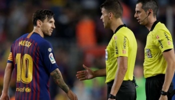 Amazing sassy comment from the El-Clasico middle man(referee) to Lionel Messi during last night game between Barcelona vs Real Madrid